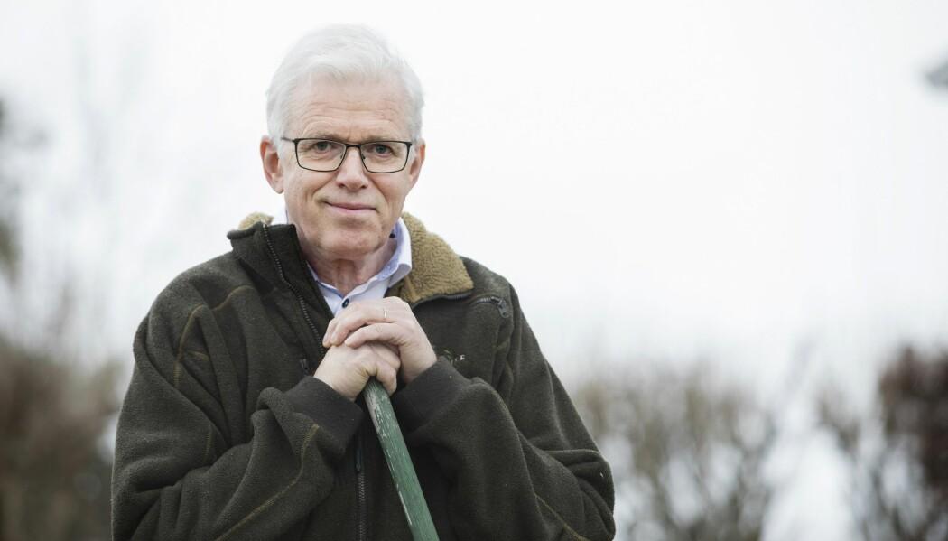 Jan Kjærup Bjørneboe er klar over risikoen for å utvikle demens, men vil ikke bekymre seg for det: – Det er som å leve livet med håndbrekket på, forklarer han.  (Foto: Anne Elisabeth Næss)