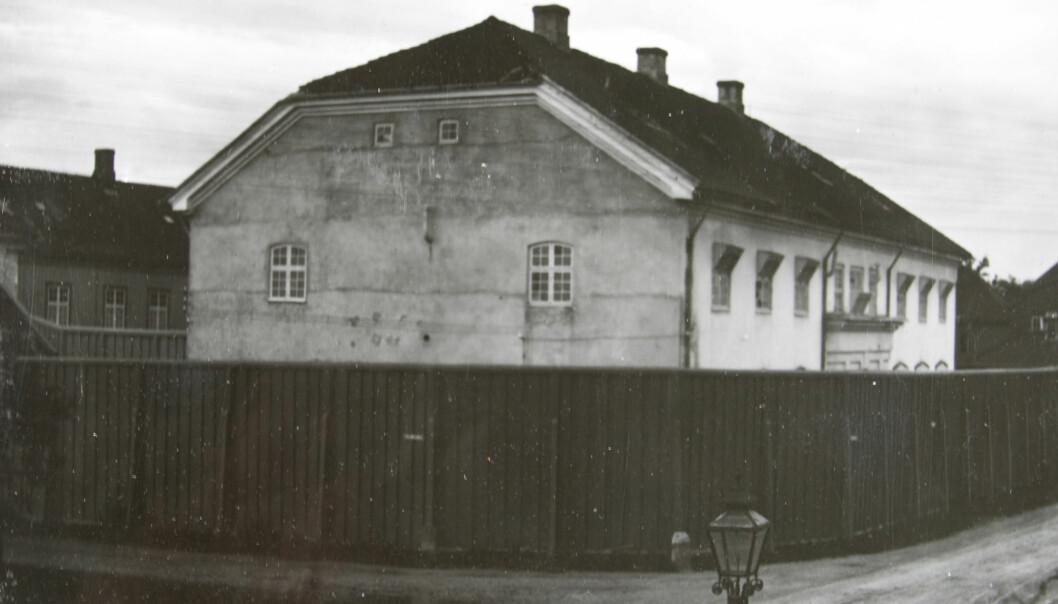 Til Kriminalasylet ble farlige ogsærlig vanskelige sinnssyke menn sendt.Asylet lå i Trondheim, men hadde pasienter fra hele landet. Slik så det ut rundt 1910. (Foto: Arkiv for Kriminalasylet og Reitgjerdet psykiatriske sykehus)