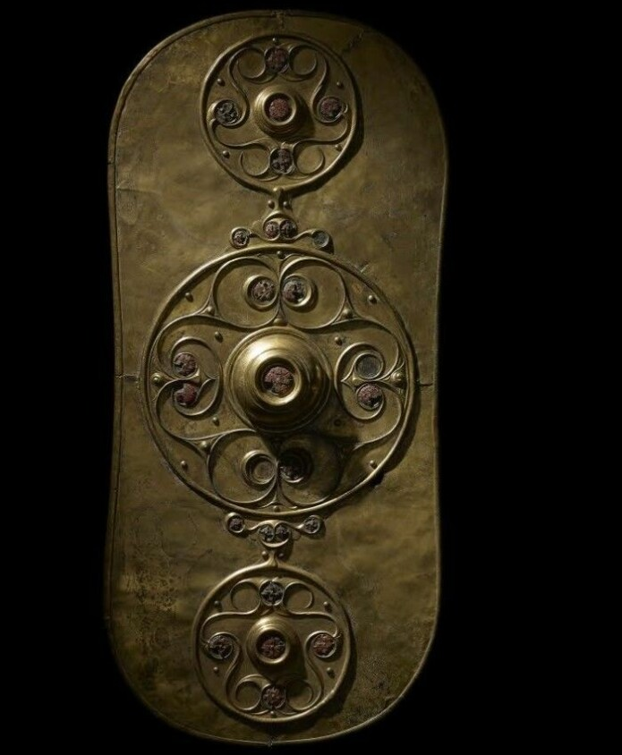 Det berømte Battersea-skjoldet var også laget tre, men det ytterste skallet du ser her, er av bronse. (Foto: ULAS)