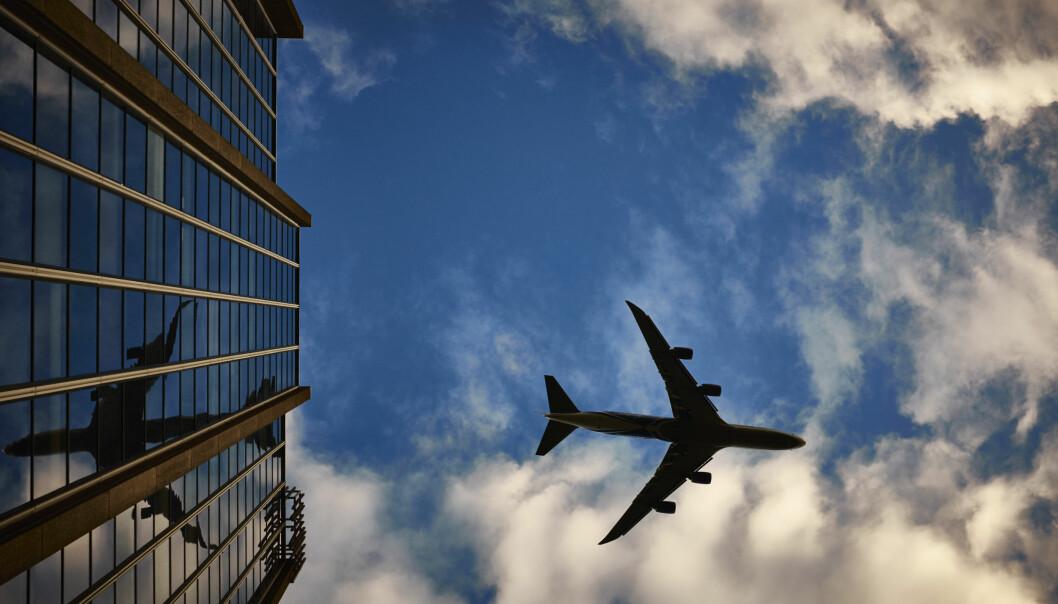 Blir du vekket av støy fra fly som letter? Det er ikke bare den hørbare lyden som får huset til å riste. (Illustrasjonsfoto: Pexels free stock photos)