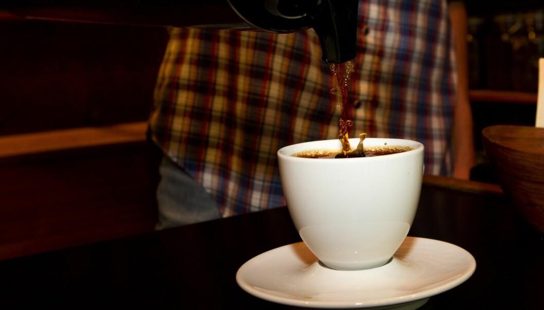 En ny studie utført i Storbritannia sier at det ikke har noe å si for hjerte og karsystemet om man drikker 1 eller 25 kopper kaffe om dagen. (Illustrasjonsfoto: Terje Bendiksby, NTB scanpix)