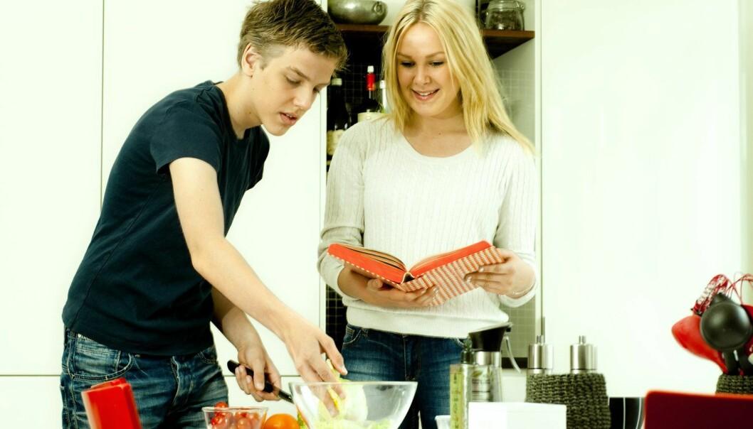 Studien viser at 90 prosent av de 470 elevene som var med i studien, spiser for lite frukt og grønt. Den største bøygen viser seg å være grønnsaker.   (Foto: Jens Sølvberg, Samfoto, NTB scanpix)