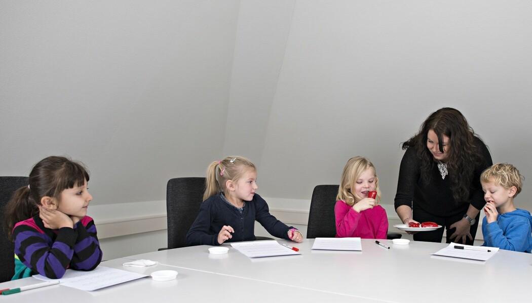 Å utvikle egne tester tilpasset barn handler om å gjøre testene både forståelig og underholdende. Kjedelige tester skaper ikke bedre data enn engasjerende tester. (Foto: Jon-Are Berg-Jacobsen/ Nofima)