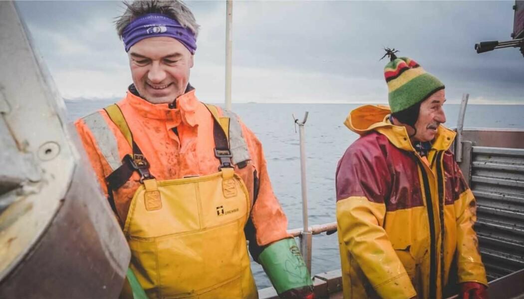 Mannskapet på elsjarken MS Karoline ble med på flere forsøk med biologisk nedbrytbare garn. Her ser vi fisker og skipper Bent Gabrielsen i front. (Foto: Janita Zenteno)