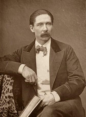 John Nevil Maskelyne kalte seg vitenskapelig utforsker av illusjoner. Han levde fra 1839 til 1917. (Foto: ukjent/Wikimedia Commons. Bildet er falt i det fri)