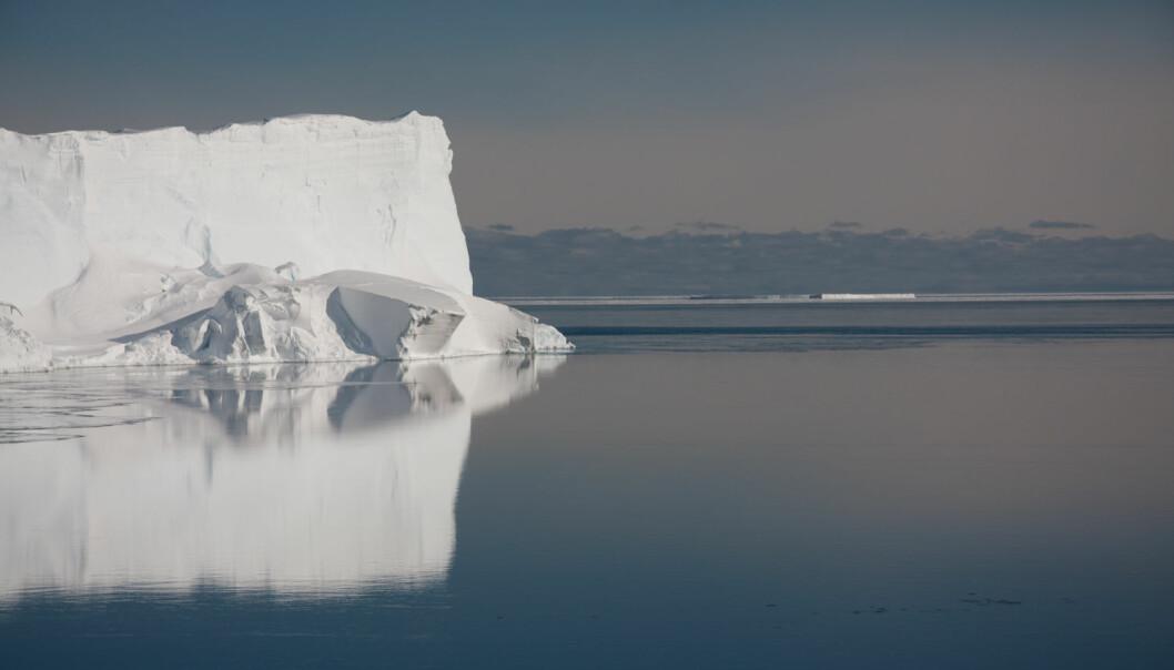 Det varme vannet strømmer helt inntil Filchner-isbremmen i Antarktis. Trolig bidrar det til å smelte isen nedenfra. (Foto: Kjersti Daae)