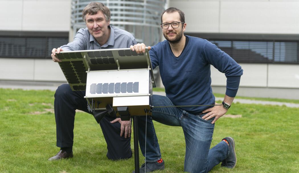 Knut Svenes og Andreas Skauen jobber begge med oppskytningen av den norske mikrosatellitten NorSat-3. (Foto: Christian Tandberg/ FFI)
