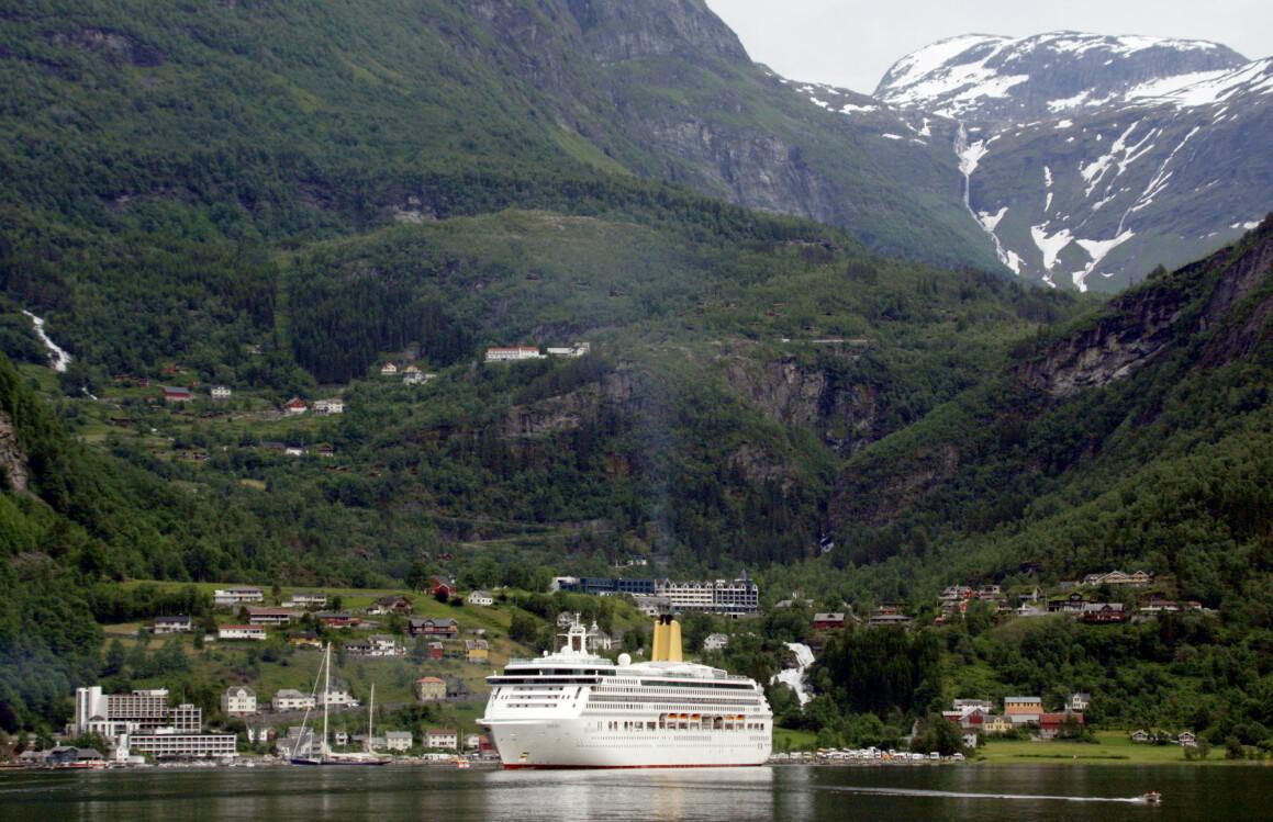 I 2017 trafikkerte 110 cruiseskip i norske farvann. Her fra Geiranger i Møre og Romsdal. (Foto: Paul Kleiven / NTB scanpix)