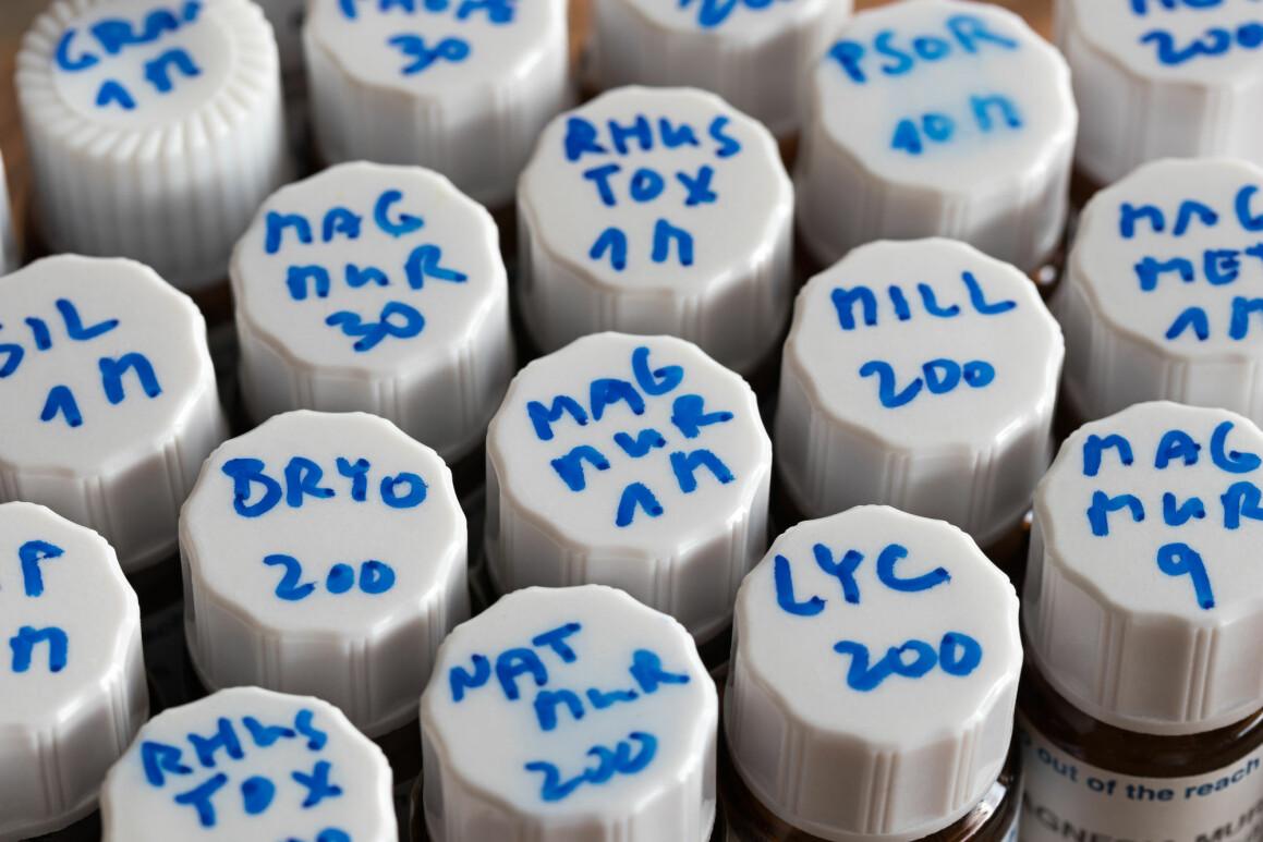 Et utvalg homeopatiske preparater - som altså ikke virker mot noe. (Foto: Madeleine Steinbach / Shutterstock / NTB scanpix)