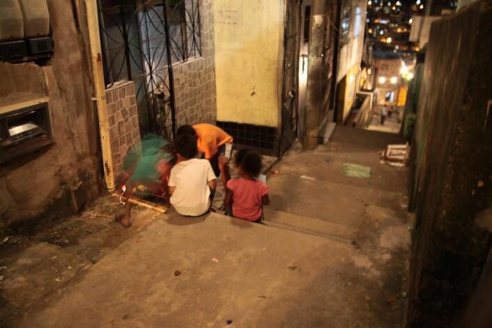 Sanitærforholdene har blitt bedre og folk har mat på bordet, men nabolagene er så gjennomsyret av vold, at det er vanskelig å leve i dem. (Foto: Marit Ursin, NTNU)