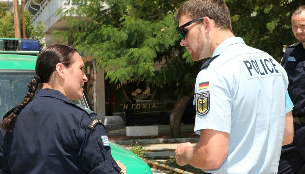 Politibetjenter fra ulike land samarbeider om å kontrollere Europas yttergrenser. (Foto: Frontex)