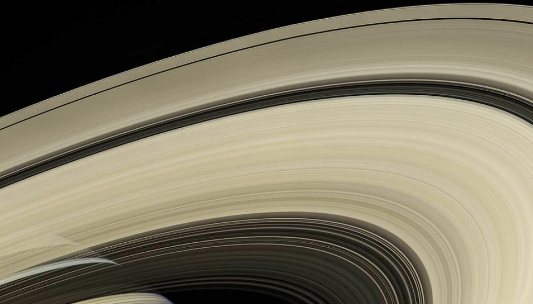 Saturns ringer, med planeten nede til venstre i bildet. Dette er et av mange bilder som romsonden Cassini sendte tilbake på sitt oppdrag. (Bilde: NASA)