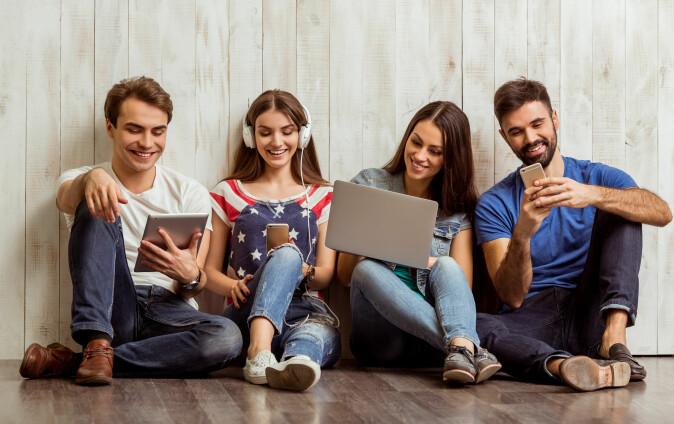 Del skjermen med andre i stedet for å sitte i din egen boble. Da skjærer du ned på dataforbruket, sier forsker. (Foto: George Rudy / Shutterstock / NTB scanpix)