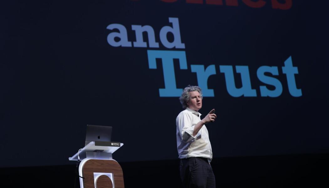 Legen, forskeren og forskningskritiere Ben Goldacre på Vitenskapsfestivalen The Big Challenge i Trondheim søndag. (Foto: NTNU)