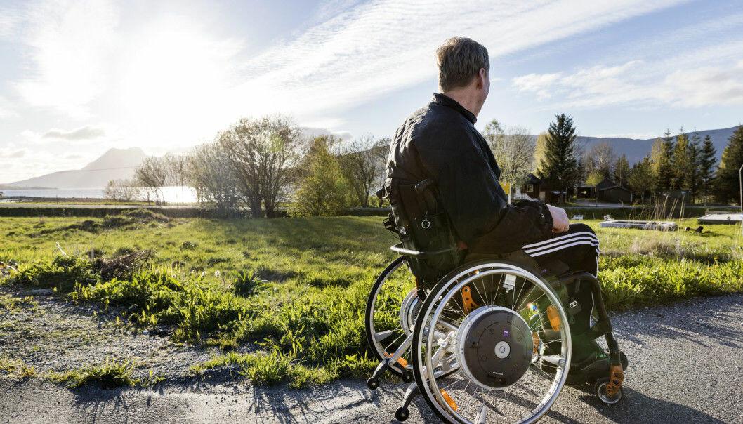 En mann lurer på hvorfor han aldri sitter i rullestol når han drømmer. (Foto: Gorm Kallestad / NTB / Scanpix).