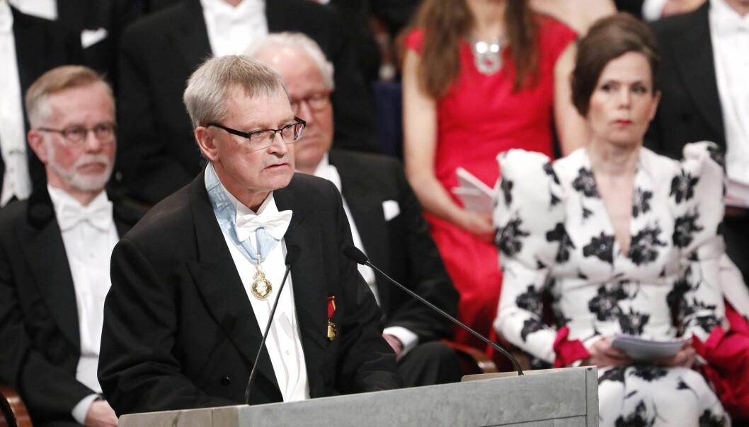 Carl-Henrik Heldin er også ordstyrer i Nobelstiftelsens styre. Her taler han ved prisutdelingen i Konserthuset i Stockholm i 2017. (Foto: Patrik C Österberg / IBL)