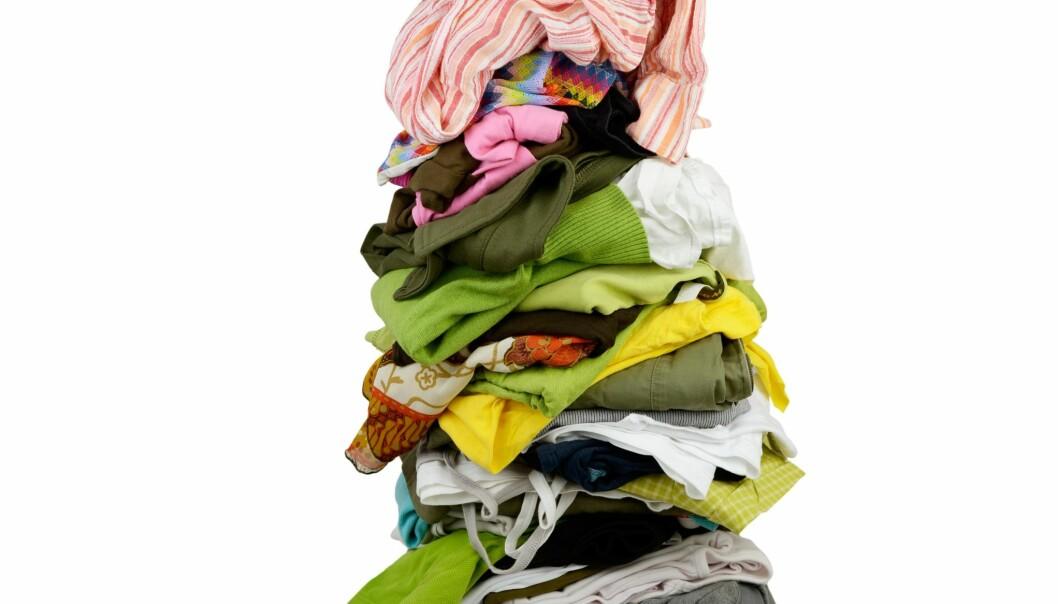 Hvis du skulle gjette, hvor mange klesplagg har du i skapet? De fleste av oss vet ikke.  (Foto: Colourbox)