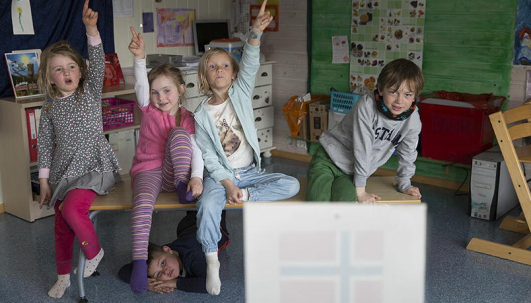 Tromsødialekten er i endring, og da Margit, Astrid, Ingrid, Felix og Håvard skulle fortelle hva de så på bilder, bekreftet resultatet funnene til språkforskerne ved UiT. De fleste brukte kun intetkjønn og felleskjønn.  (Foto: Stig Brøndbo)