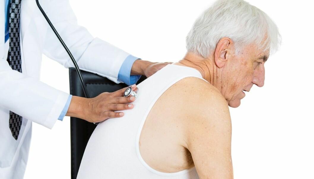 Pasienter med KOLS har holdt på røyken lengre enn de med hjerteproblemer.  (Foto: Shutterstock / Scanpix)