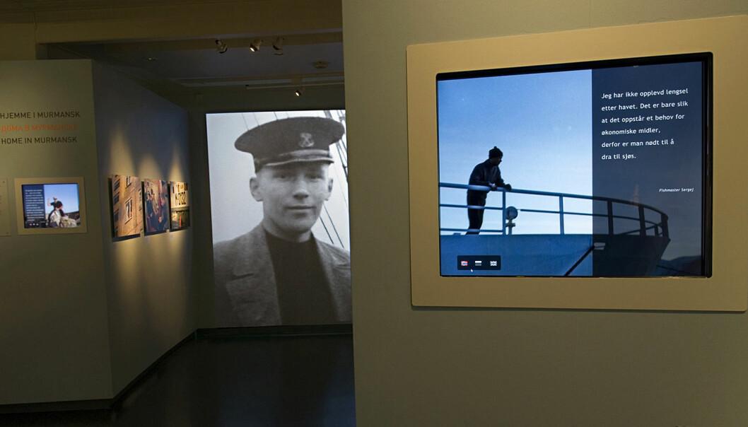 I moderne museer er menneskene ikke bare anonyme representanter for en kultur, men unike individer, hevder forsker Hanne Hammer Stien. Det viser bruken av fotografier, av blant andre fiskeren Sergej i utstillingen «Flytende russisk» ved Perspektivet Museum i Tromsø. (Foto: Mari Hildung/Perspektivet Museum)