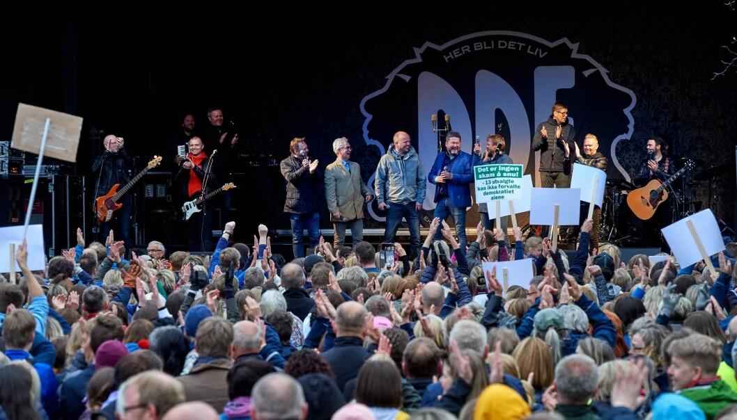 Rundt 7000 personer deltok i støttemarkeringen på Festplassen i Namsos for å bevare Nord universitet i Namsos. (Foto: Bjørn Tore Ness, Namdalsavisa, NTB scanpix)