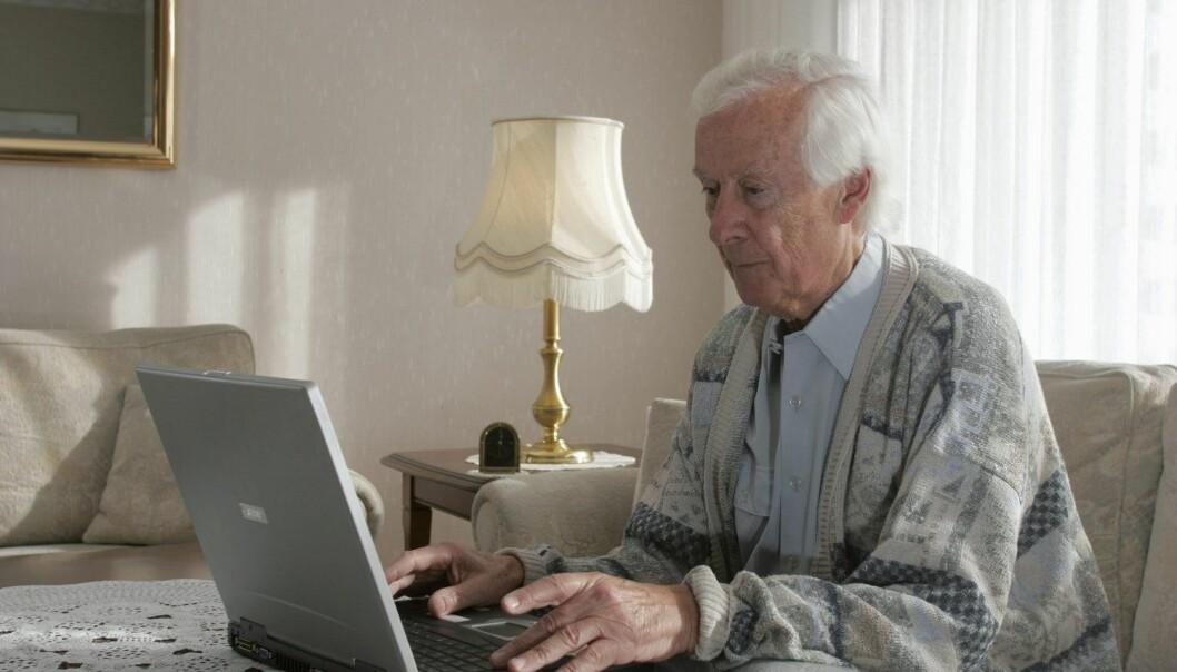 Et flertall av de over 60 er til stede på sosiale medier. Men det er fortsatt mange eldre som er skeptiske. (Foto: Mike Schröder/Samfoto/NTB scanpix)