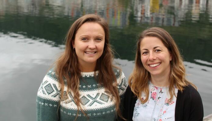 Marta Eide (t.h) er prosjektkoordinator for forskingssatsinga dCod 1.0. Her saman med Karina Dale, som er førsteforfattar på ein artikkel om burtorsken som nyleg var publisert i Marine Environmental Research. (Foto: Jens Helleland Ådnanes/UiB)
