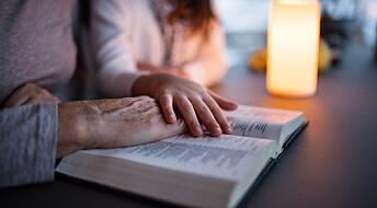 Fire av ti religiøse i Norge tror religionen har svaret når vitenskapen er uenig