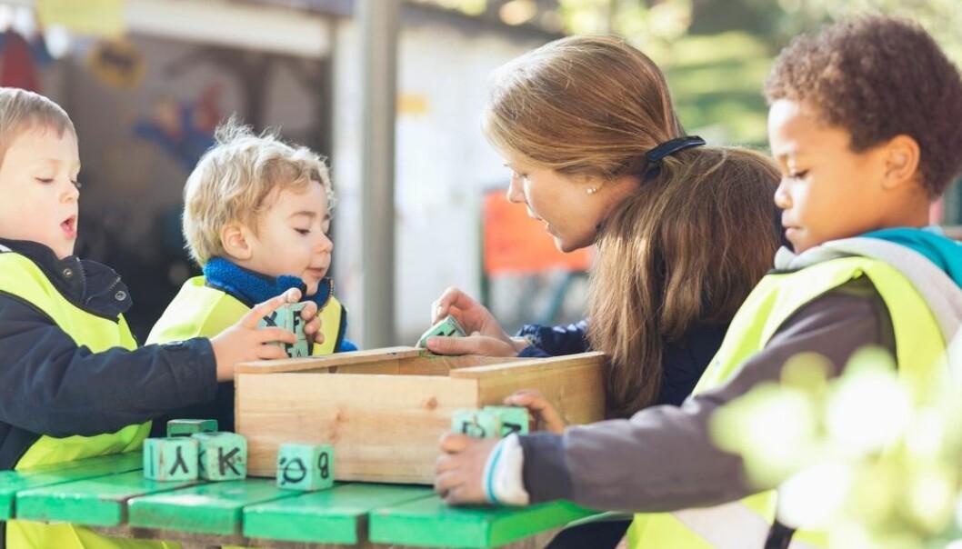 Allerede ved treårsalderen er det stor forskjell mellom barn på hvor mange ord de kan. Disse forskjellene har en tendens til å vedvare og forsterkes når barna blir større. (Foto: Maskot/NTB scanpix)