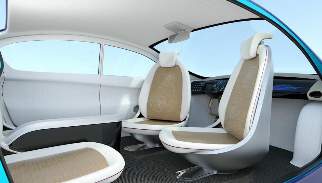 Skal sjåføren kunne ta over for autopiloten, som i Tesla, eller må vi ta skrittet fullt ut og fjerne manuell kontroll, som Google har valgt? Forskere ved NTNU mener det siste. De gjør forsøk og utvikler teknologi som skal skape tillit mellom selvstyrte bil og passasjerer. (Illustrasjon: Shutterstock)