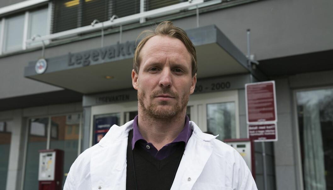 – Jeg mener vi har et ansvar for å gjøre vårt for at situasjonen ikke blir voldelig, sier lege Fredrik Rønning Iversen ved Oslo kommunale legevakt. Han har opplevd slag og spark fra pasienter. (Foto: Jan Petter Lynau, VG/NTB scanpix)