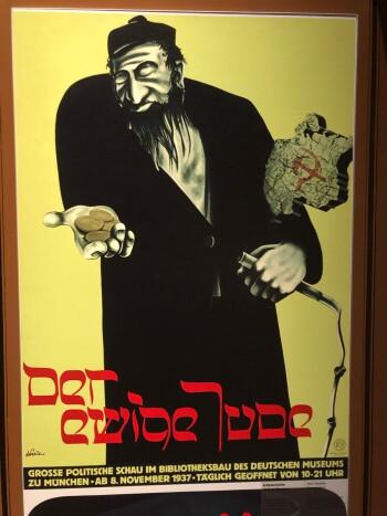 Over fem millioner polske borgere døde under 2. verdenskrig. Om lag tre millioner av dem var jøder. Her en nazi-tysk propagandaplakat som viser den evige penge-jøden. (Foto: Bård Amundsen)
