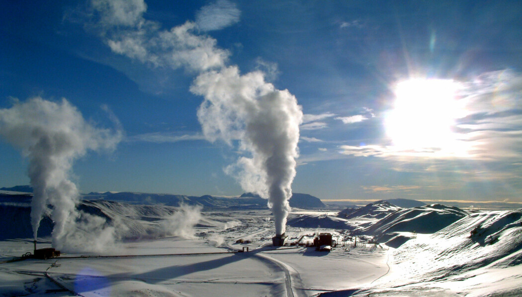 Noen steder – som her på Kraftla på Island – er jordvarmen ganske lett tilgjengelig. Andre steder må man flere kilometer ned i grunnen for å hente opp det som kalles dyp geotermisk energi. (Foto: Ásgeir Eggertsson [CC BY-SA 3.0 (https://creativecommons.org/licenses/by-sa/3.0)])