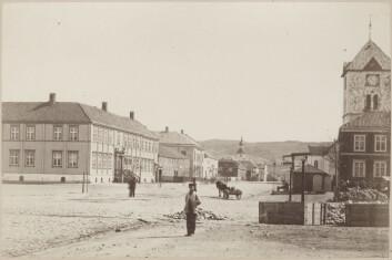 Torvet i 1870 sett mot Vår Frues kirke Foto: NIKU
