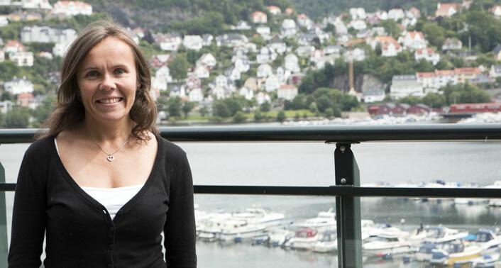 Førsteamanuensis Ingunn Barmen Tysnes ved sosionomutdanningen ved Høgskolen i Bergen har intervjuet 17 ungdommer om hvordan de opplevde den siste tiden på barnevernsinstitusjon og overgangen til voksenlivet. (Foto: HiB)
