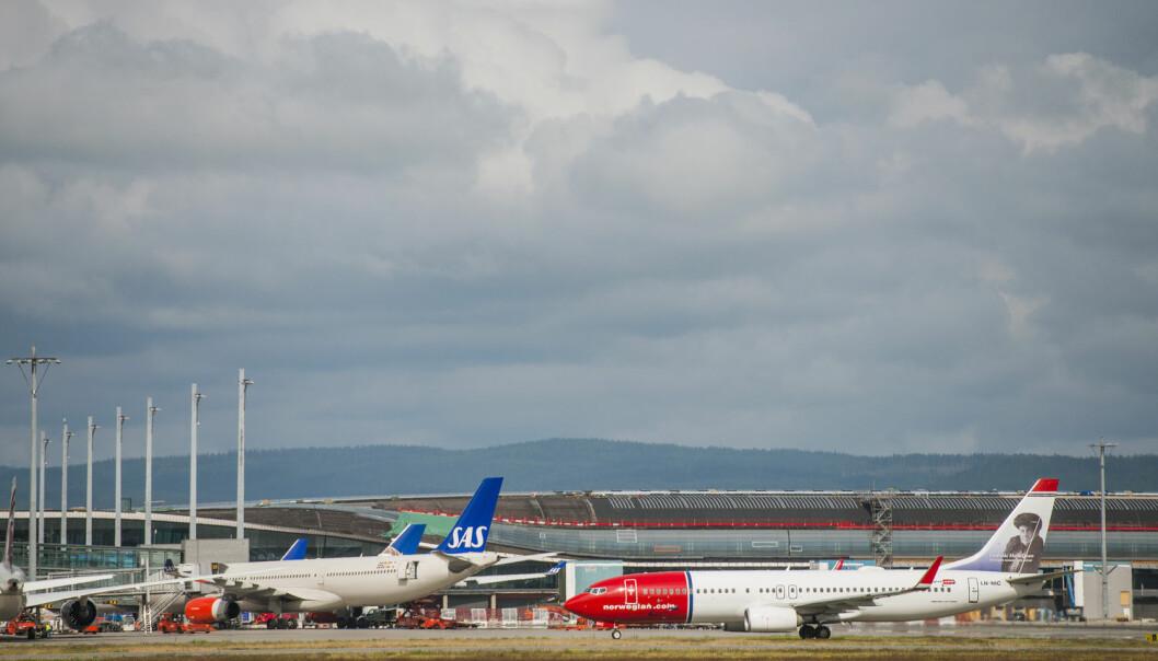 Forskerne mener at en skatt på EU-nivå vil forhindre at enkelte land prøver å tiltrekke seg flyselskap ved hjelp av lave skatter og avgifter. (Foto: Fredrik Varfjell / NTB Scanpix)