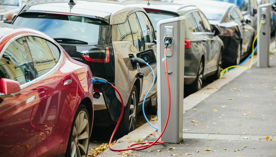 Det blir flere og flere elbiler. Hva skal vi gjøre med de brukte batteriene? (Foto: Scharfsinn / Shutterstock / NTB scanpix).
