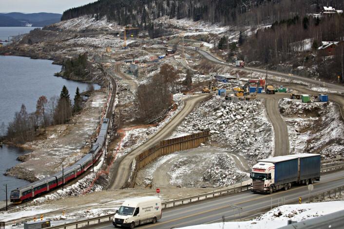 Minnesund, Morstua. E6 og Dovrebanen – et fellesprosjekt for vei- og jernbane langs Mjøsa. (Foto: Dag W. Grundseth, Aftenposten)