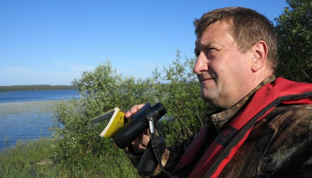Paul Eric Aspholm har registrert fugl på Pasvikelva i tjue år.  (Foto: NIBIO)