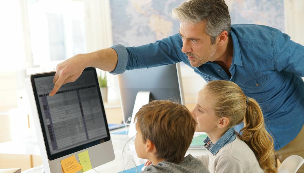 Forskningen til Astrid Camilla Wiig ved Universitetet i Sørøst-Norge tyder på at elevenes digitale kunnskaper og interesser kommer mest til rette når de jobber med prosjekter eller fagdager. (Illustrasjonsfoto: goodluz / Shutterstock / NTB scanpix)
