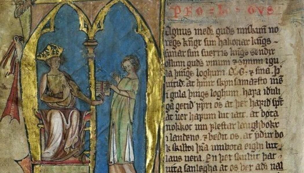 Kong Magnus Lagabøte overrekker Norges første riksdekkende lov, som han innførte i 1274. Illustrasjonen er fra innledningen til Codex Hardenbergianus, som landsloven heter på latin. (Bilde: Det kongelige bibliotek. Bildet er falt i det fri.)