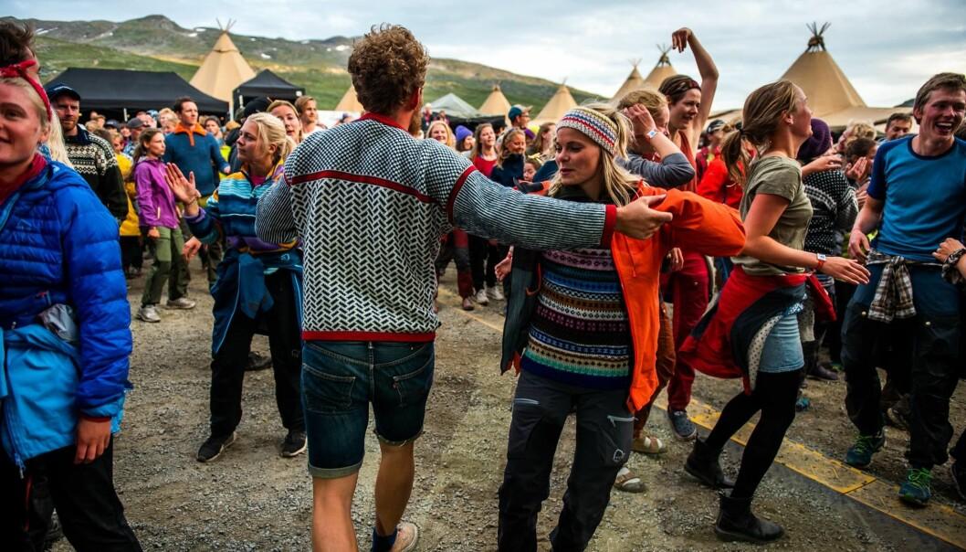 Naturen spelar ei viktig rolle for mange festivalar i Noreg, og den gjer oss meir opne for å møta nye folk, viser ny forsking. Biletet er frå Vinjerock, som blir skipa til i ytterkanten av Jotunheimen nasjonalpark. Foto: Toril Sunde Apelthun.