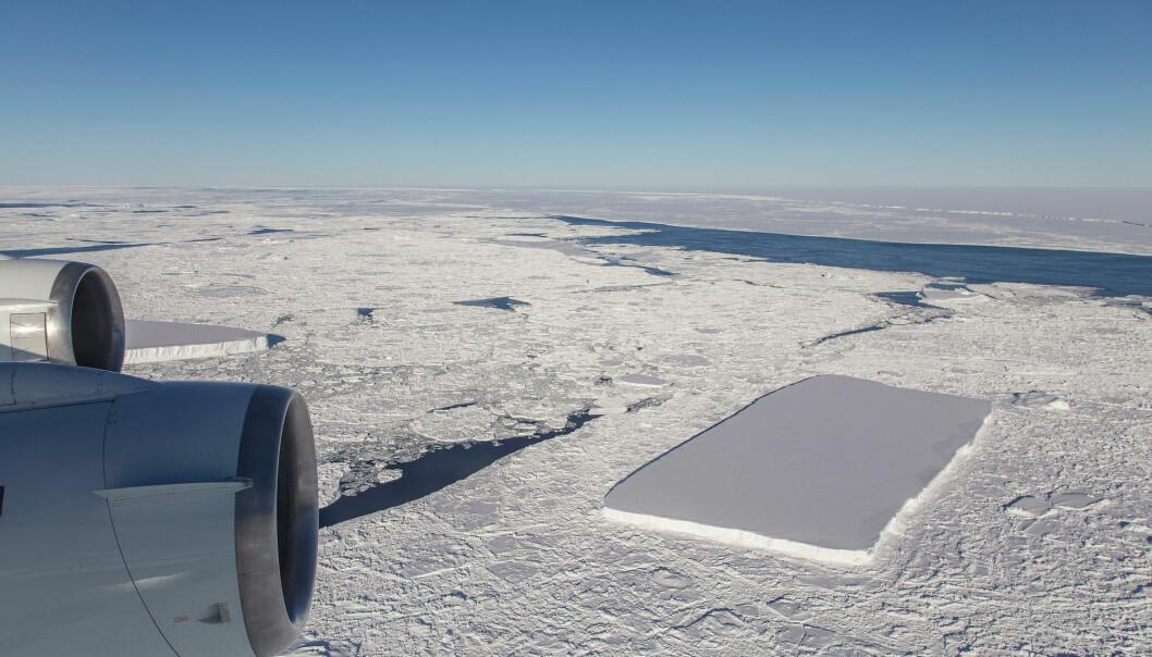 Et gigantisk, firkantet isfjell ligger i havet utenfor Antarktis i oktober 2018. (Illustrasjonsfoto: NASA/Jeremy Harbeck)