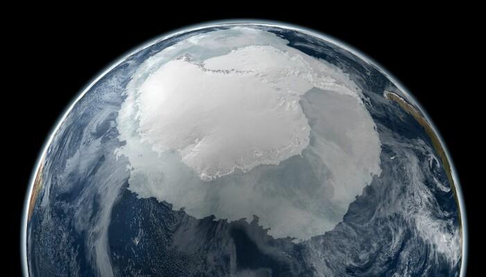 Bildet viser utstrekningen av havis rundt det Antarktiske kontinentet i 2005. (Bilde: NASA)