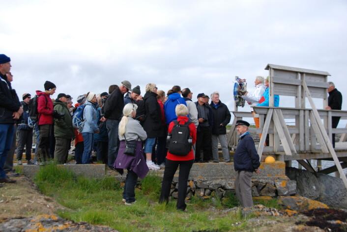 Lånan er det eneste været som organiserer turer fra Vega for turister, slik at de kan få en førstehånds innsikt i de gamle tradisjonene bak egg- og dunværene langs kysten. (Foto: Arne Follestad)