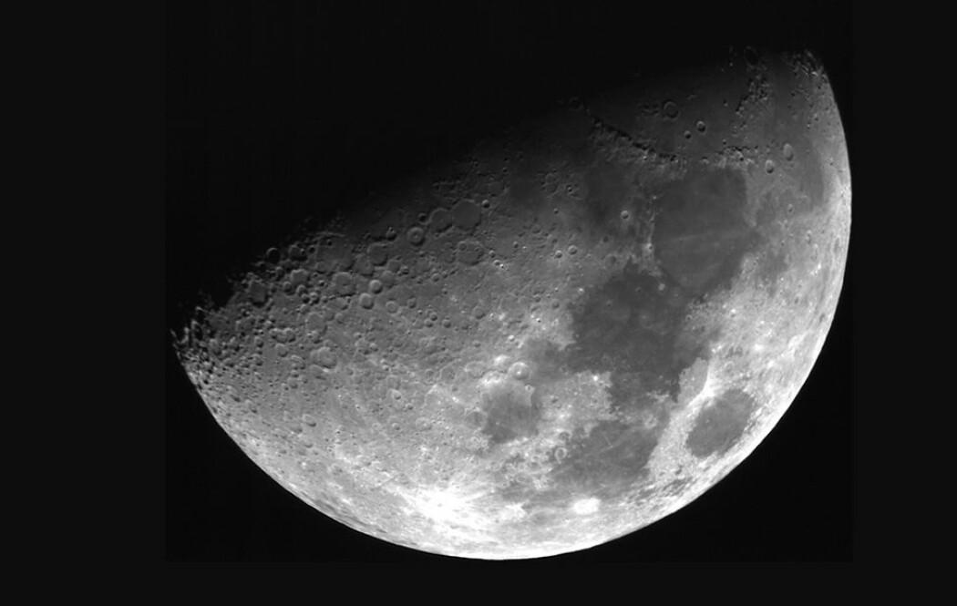 Foto av månen tatt med det nye teleskopet. (Foto: Universität Würzburg)