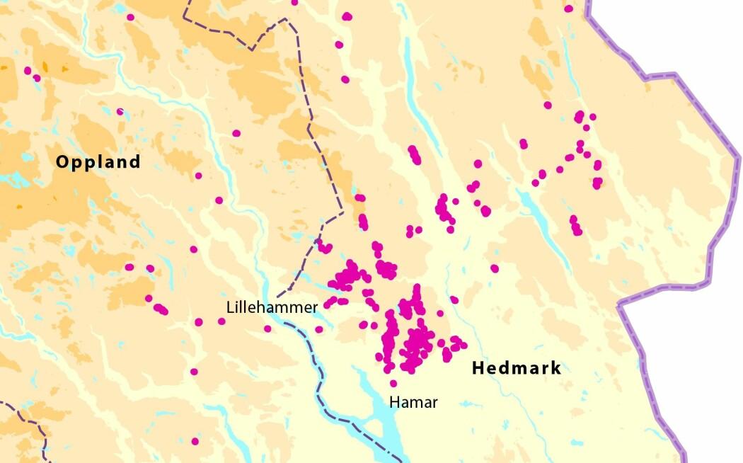 Oversikt over kartlagte skred i Hedmark og Oppland (røde linjer/punkter). Skredene som forskerne nå har oppdaget innebærer at mulighetene for framtidige jordskjelv ikke er så usannsynlig som forskere hittil har trodd. (Illustrasjon: NGU)