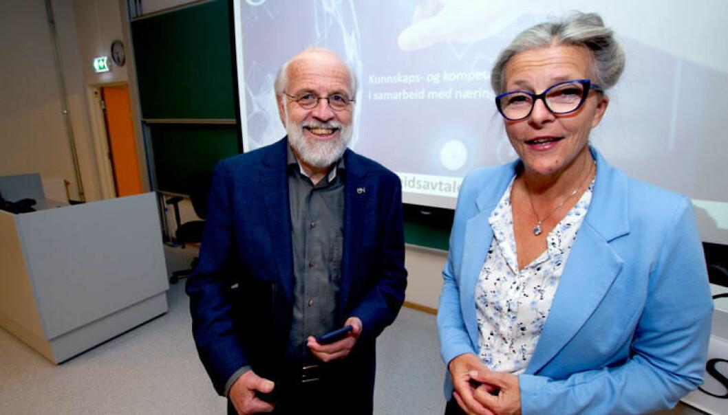 Rektor Petter Aasen ved Universitetet i Sørøst-Norge og konserndirektør Eli Aamot i Sintef Industri ser frem til et sterkere og tettere samarbeid. (Foto: An-Magritt Larsen)