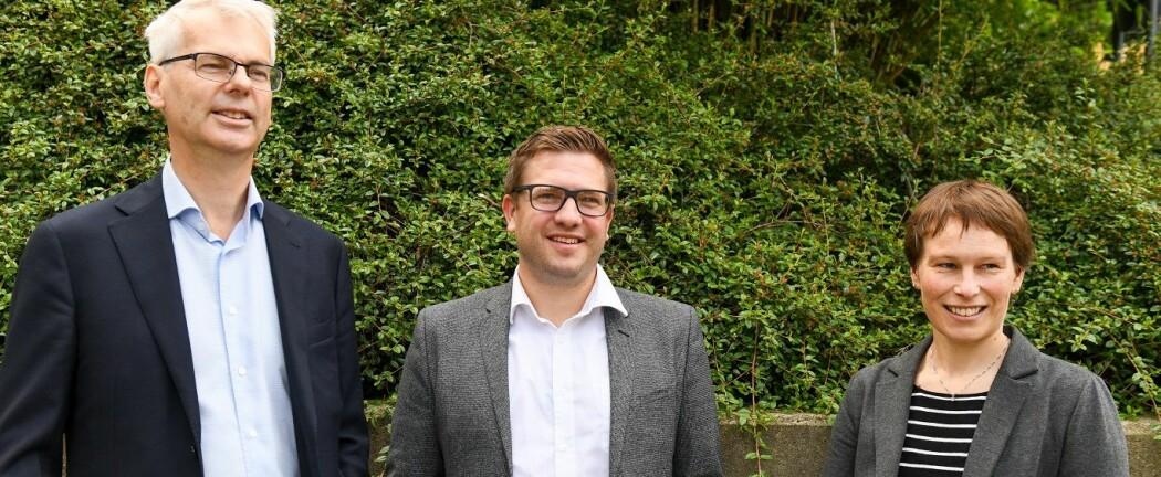 NHHs rektor Øystein Thøgersen (til v.), Lars-Henrik Paarup Michelsen, daglig leder i Norsk klimastiftelse og prorektor ved NHH, Linda Nøstbakken. (Foto: Ingrid Aa. Johannessen, NHH)