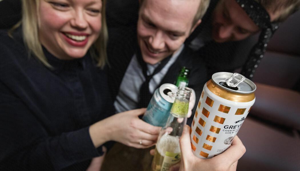 Folk tror kanskje at de er kreative og impulsive når de er fulle, men de forteller drikkehistorier på omtrent samme måte, ifølge en norsk studie. (Illustrasjonsfoto: Gorm Kallestad/NTB scanpix)